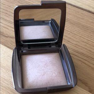 HOURGLASS Ambient Lighting Powder